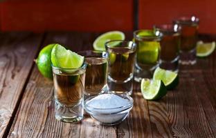 tequila dourada com sal e limão