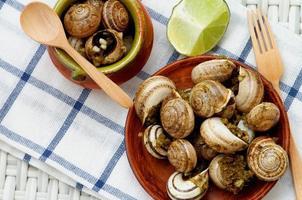 caracóis com manteiga de alho