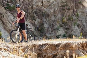 homem atleta, andar de bicicleta foto