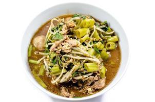 carne de macarrão tailandês