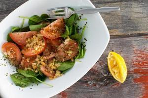 salada de espinafre verde frondoso fresco bebê foto