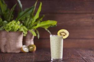 smoothie verde com kiwi foto