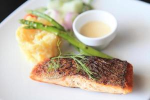 salmão assado foto