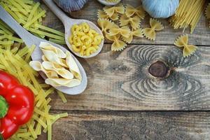 macarrão, alho e pimenta foto
