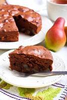 fatia de bolo de chocolate pêra foto