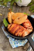 frango com bacon grelhado foto