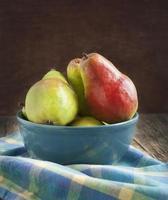 peras frescas maduras foto