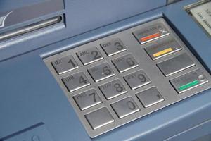 caixa eletrônico com teclado ou teclado - números bancários