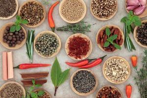 seleção de ervas e especiarias foto