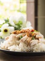 frango desossado e fatiado ao estilo hainan com arroz marinado foto
