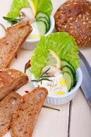 salada de molho de queijo de alho fresco foto