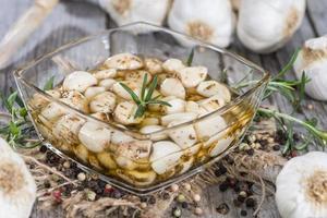 porção de alho em conserva foto