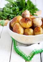 batatas jovens assadas foto
