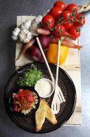 tigela de legumes assados e macarrão