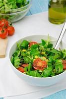 salada com alface de cordeiro foto