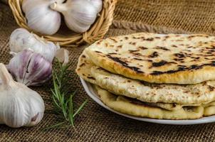 pão indiano naan foto