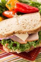 close-up sanduíche saudável almoço com pimentos foto