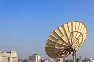 antena parabólica para telecomunicações foto
