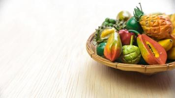 variedade de decoração de frutas tropicais suculentas