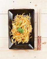 macarrão e legumes foto
