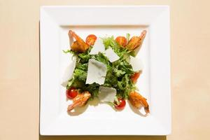 salada de camarão fresco