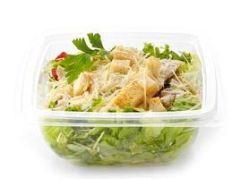 salada em uma caixa de plástico