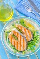 salmão frito foto