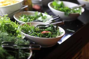 pratos com verduras foto