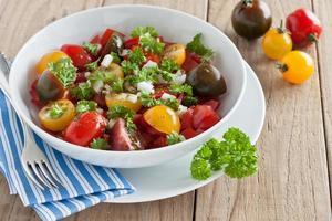 salada de tomate fresco foto
