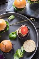 comida de pub, mini hambúrgueres de carne