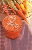 suco de cenoura e fresco foto