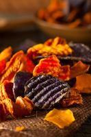 chips de vegetais orgânicos saudáveis foto