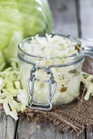 porção de salada de repolho foto