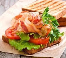 sanduíche grande quente foto