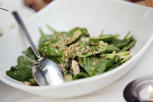 deliciosa salada em um banquete foto