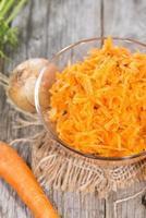 salada de cenoura fresca foto