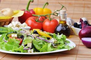 salada com legumes frescos