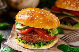 hamburguer vegetariano com champignon grelhado foto