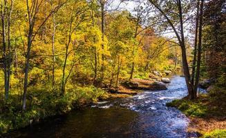 o rio da pólvora, no condado de baltimore, maryland. foto