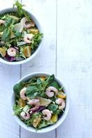 salada de camarão / camarão foto