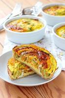 tartaletes vegetarianos com abobrinha e cenoura foto