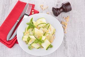 salada de abobrinha foto