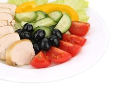 salada de frango e legumes.
