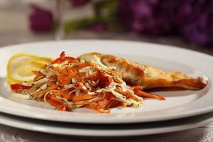 deliciosa comida gourmet no restaurante foto