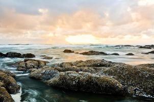 pedras e água foto