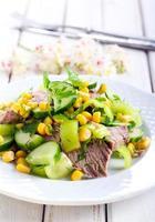 salada em um prato foto