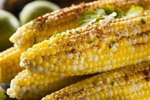 delicioso milho mexicano grelhado foto