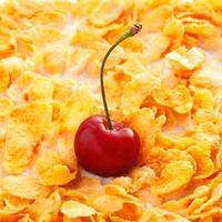 flocos de milho com cereja foto