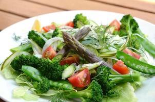 salada de aspargos foto