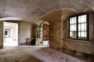 antiga sala de afrescos abandonada